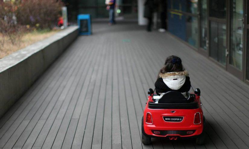 Kinh nghiệm chọn mua xe ô tô điện cho bé