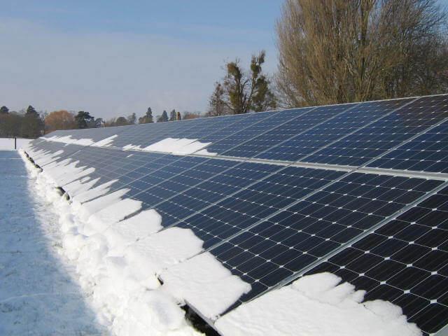 Lắp đặt năng lượng mặt trời nơi có tuyết