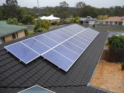 năng lượng mặt trời trên mái nhà
