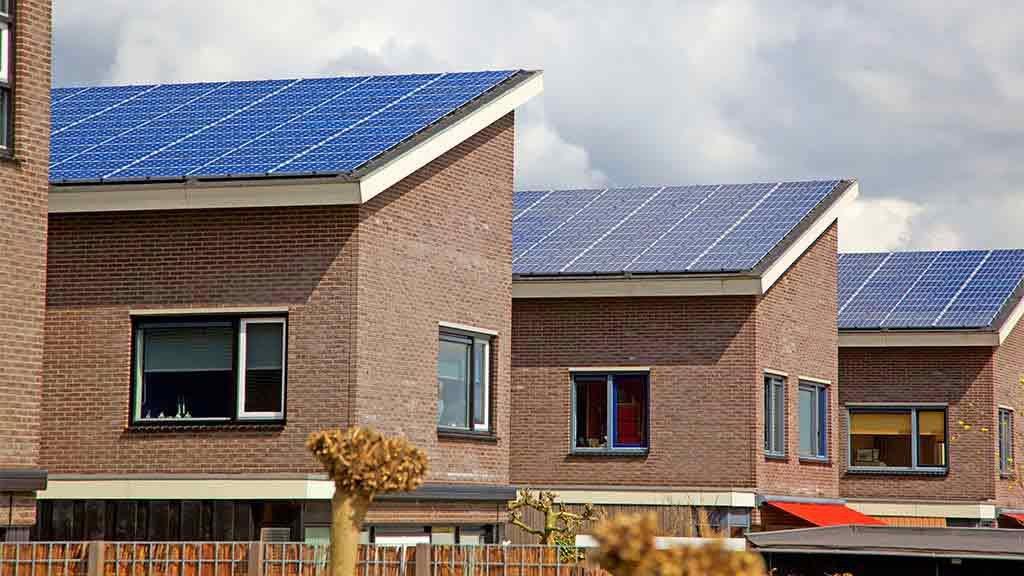 Hệ thống năng lượng mặt trời trên mái nhà